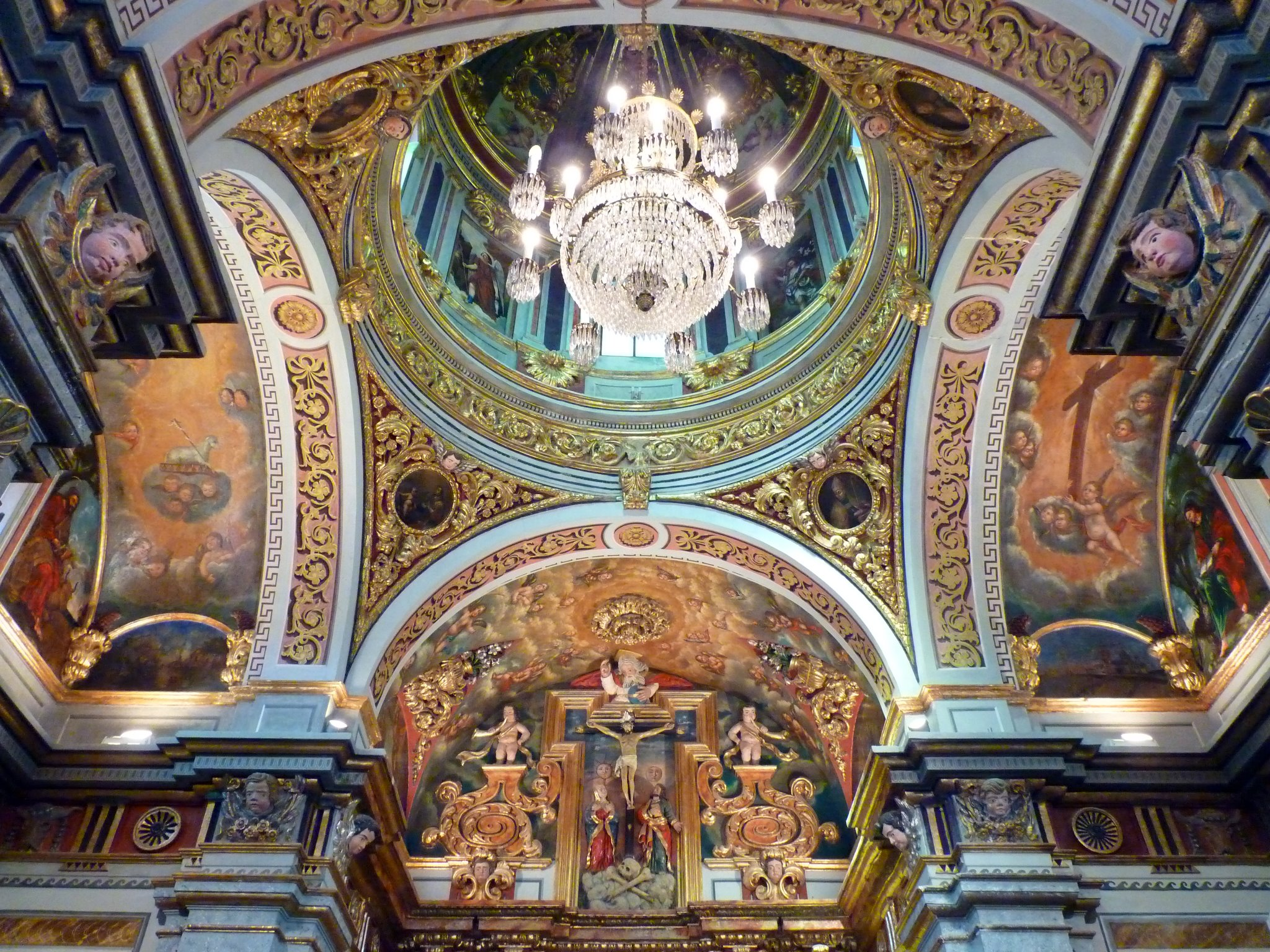 Detalle cupula y altar mayor de la Ermita de gabia
